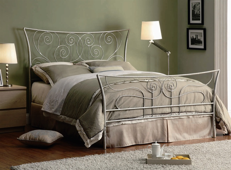 Queen Beds Metal: Queen Bed In Silver Metal Finish By Coaster