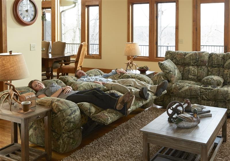Appalachian Lay Flat Reclining Sofa In Mossy Oak Or