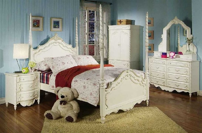 4 Piece Alexandria Poster Bed Bedroom Furniture Set In White Pearl Finish With Gold Accents By