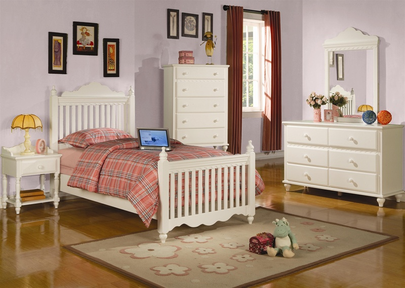 Pepper Youth 4 Piece Post Bed Bedroom Set In Eggshell White Finish