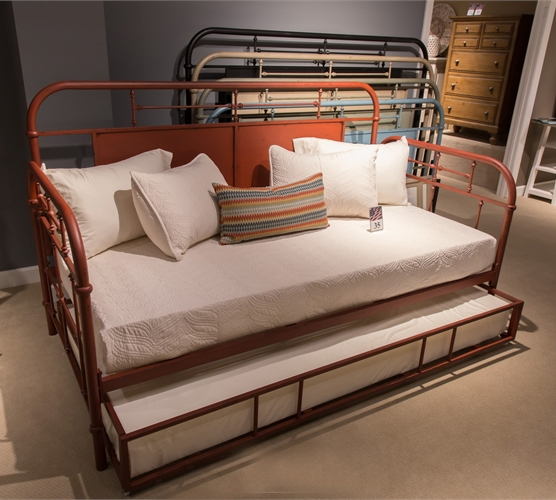 Vintage Twin Metal Day Bed By Liberty Furniture